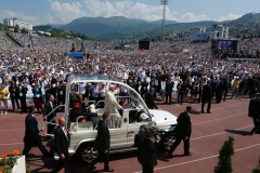 Pope Francis greets the crowd as he arrives to celebrate Mass at Kosevo stadium in Sarajevo, Bosnia-Herzegovina, June 6. The pope was making a one-day visit to Bosnia-Herzegovina to encourage a minority Catholic community in the faith, and to foster dialogue and peace in a nation still largely divided along ethnic lines. (CNS photo/Paul Haring)