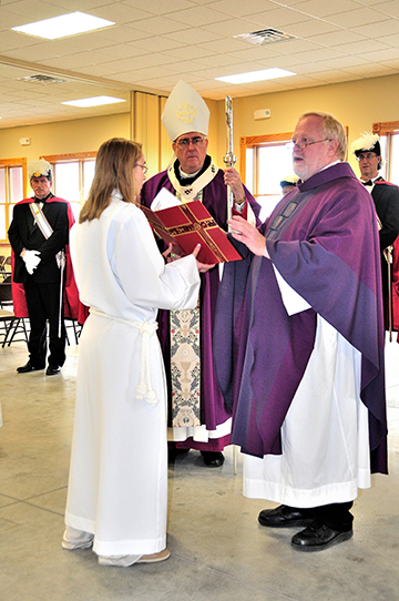 LEAVEN PHOTOS BY FERNANDO UGARTE Father John Pilcher, pastor of Sacred Heart Parish in Paxico, addresses those gathered for the dedication of the new parish hall as Archbishop Joseph F. Naumann looks on.