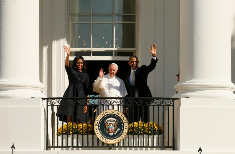 Pope Francis, U.S. President Barack Obama and first lady Michelle wave from the south portico of the White House in Washington Sept. 23. (CNS photo/Paul Haring)