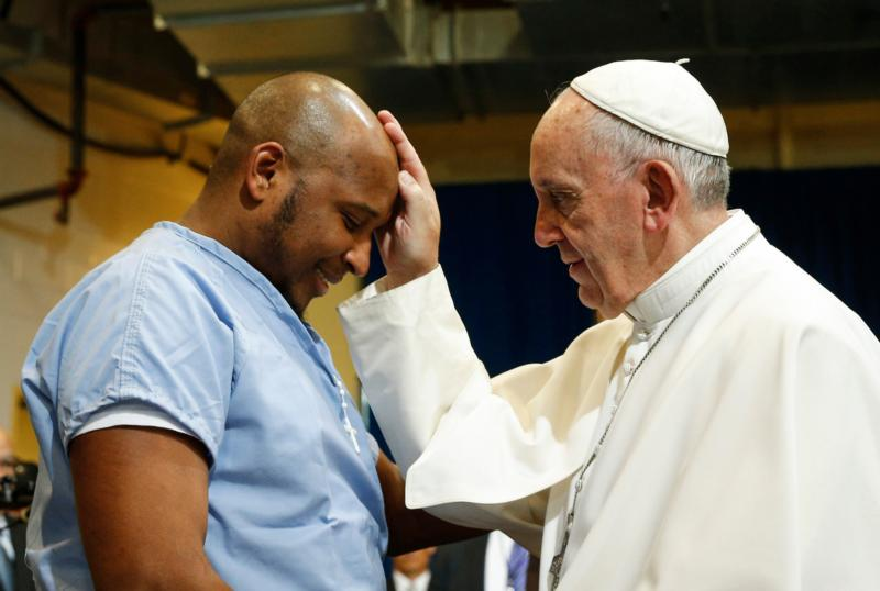 Pope Francis blesses a prisoner as he visits the Curran-Fromhold Correctional Facility in Philadelphia Sept. 27. (CNS photo/Paul Haring)