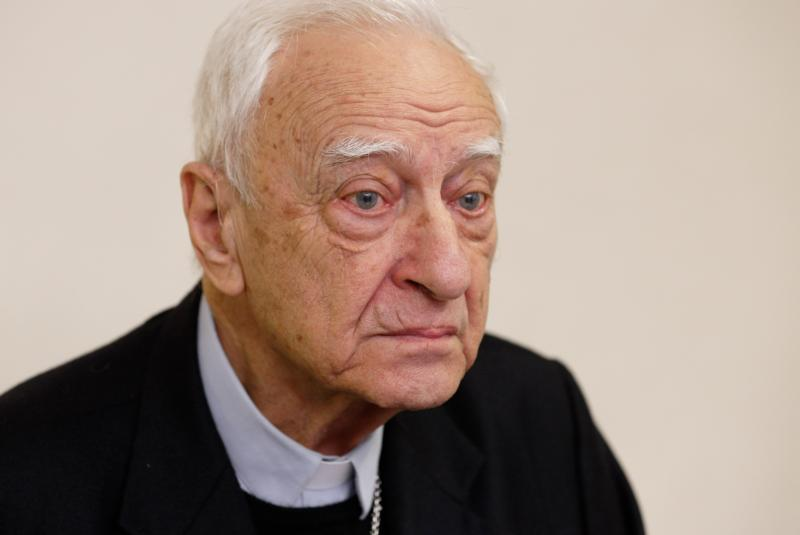 Retired Italian Bishop Luigi Bettazzi of Ivrea, Italy, is pictured during a press conference at Vatican Radio Nov. 12. Bishop Bettazzi, 92, is the last surviving bishop of the 42 members of the Second Vatican Council who signed a pact in 1965 in the Catacombs of Domatilla promising to live simply and close to the poor. (CNS photo/Paul Haring)