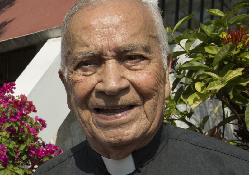 Msgr. Ricardo Urioste, former vicar general under Blessed Oscar Romero and president of the Archbishop Romero Foundation, died Jan. 15 in San Salvador at age 90. He is pictured in an undated photo. (CNS photo/Octavio Duran) See OBIT-URIOSTE Jan. 15, 2016.