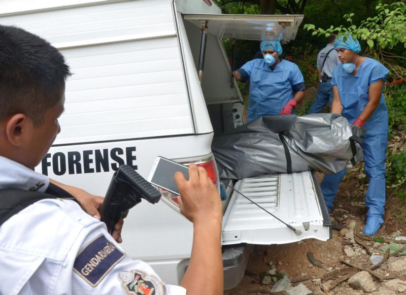 Authorities recover dead bodies found at a mass grave in Acapulco, Mexico, in this Sept. 17, 2015, file photo. The archbishop of Acapulco called on organized crime to cease violence during Holy Week, when thousands of Mexicans descend on the seaside city for the Easter holidays. (CNS photo/Francisca Meza, EPA)