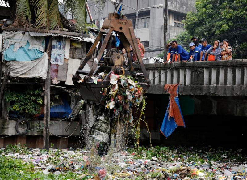 Philippine government workers clear rubbish from a river in Manila, March 15. (CNS photo/Francis R. Malasig, EPA)