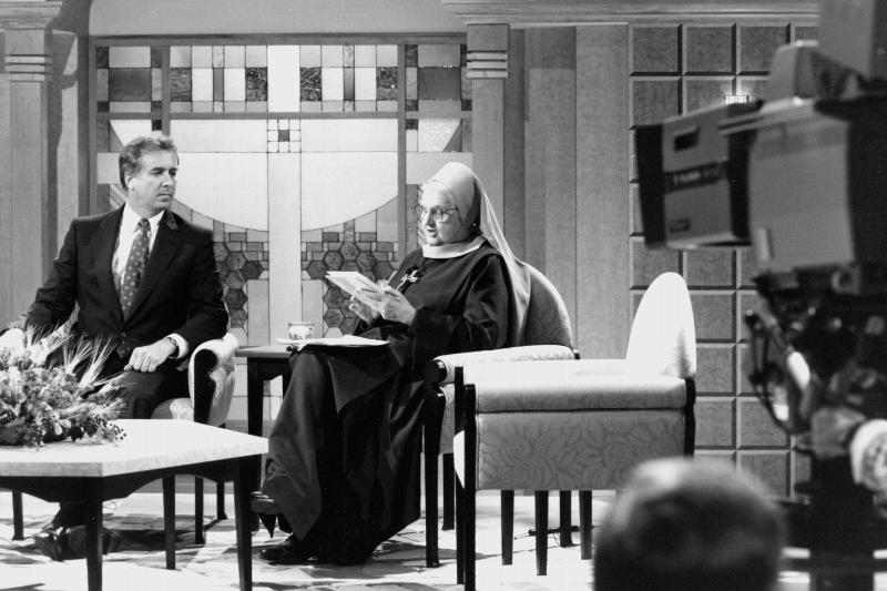 Mother Angelica, founder of the Eternal Word Television Network, is pictured in a 1992 photo. She died March 27 at the Poor Clares of Perpetual Adoration monastery in Hanceville, Ala. She was 92. (CNS files)